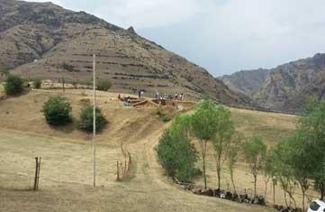 دورنمایی از کاوش مشترک جمهوری اذر بایجان با فرانسه در روستای موندیگاه _ شاندرمن۲۰