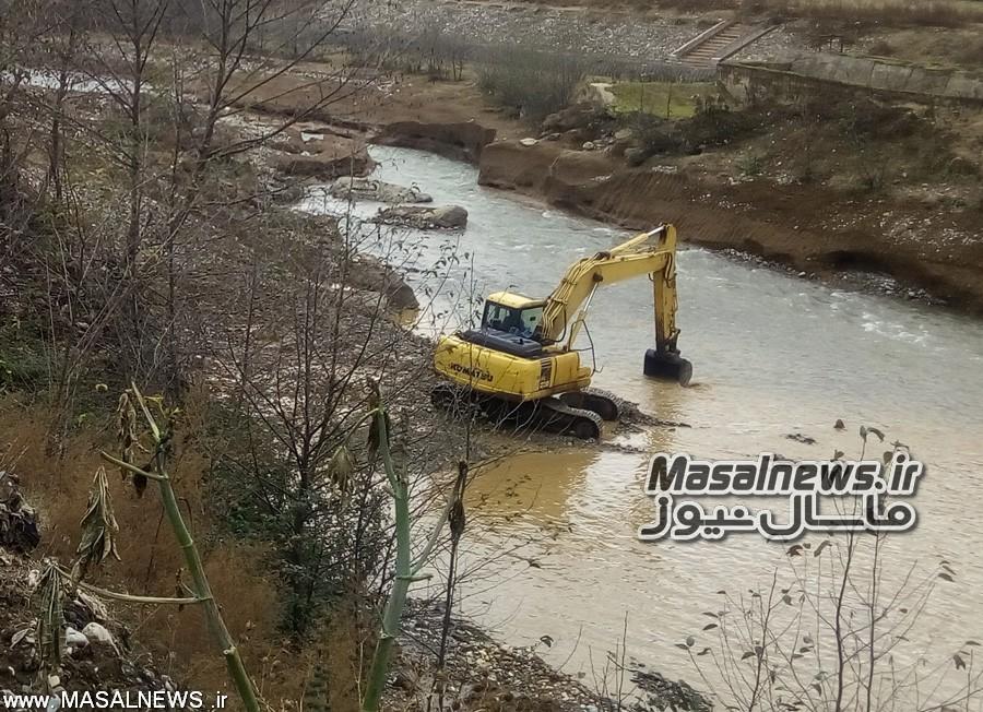 دستگیری تعدادی از متخلفین در زمینه برداشت شن از رودخانه خالکایی ماسال